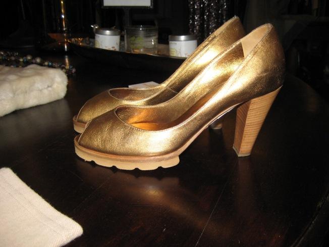 Walter Steiger gold peep toe pump.